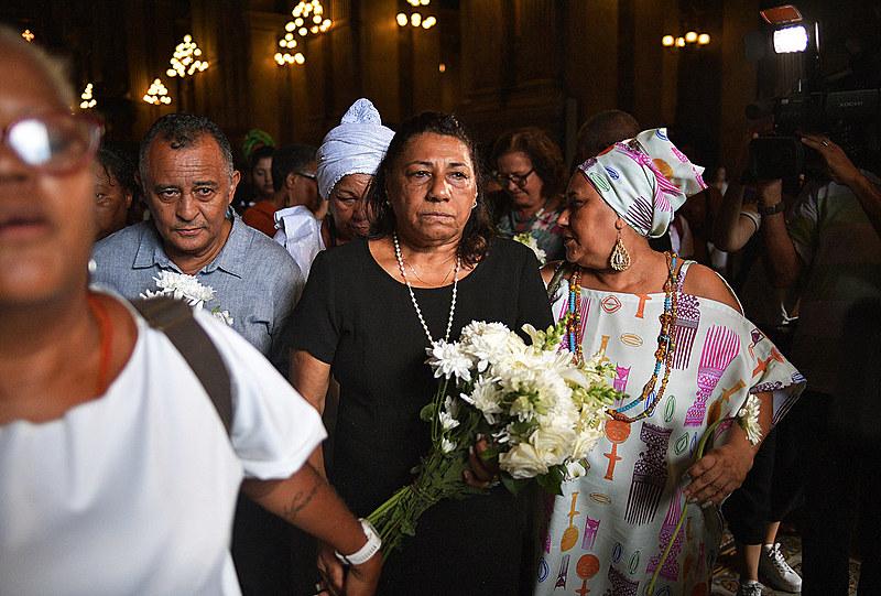 Antonio e Marinete, pais de Marielle Franco, em missa na ocasião de um ano da morte da vereadora do Rio