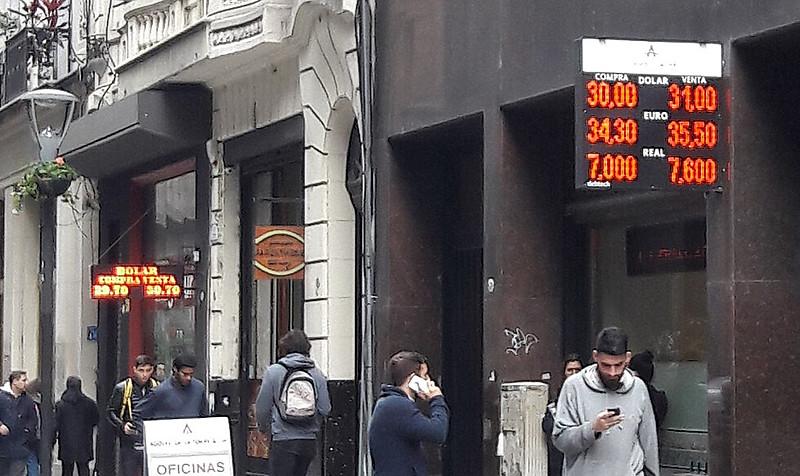 Banco Central do país diz que medida foi tomada por risco de impacto na inflação doméstica