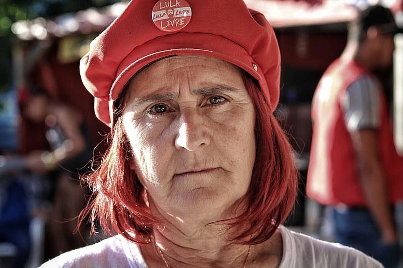 Isabel Aparecida Fernandes, aposentada com salário mínimo.