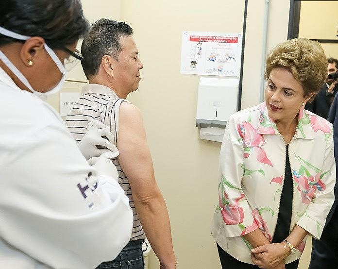 Em fevereiro de 2016, Dilma Rousseff assinou contrato entre o Ministério da Saúde e o Instituto Butantan para o desenvolvimento da vacina