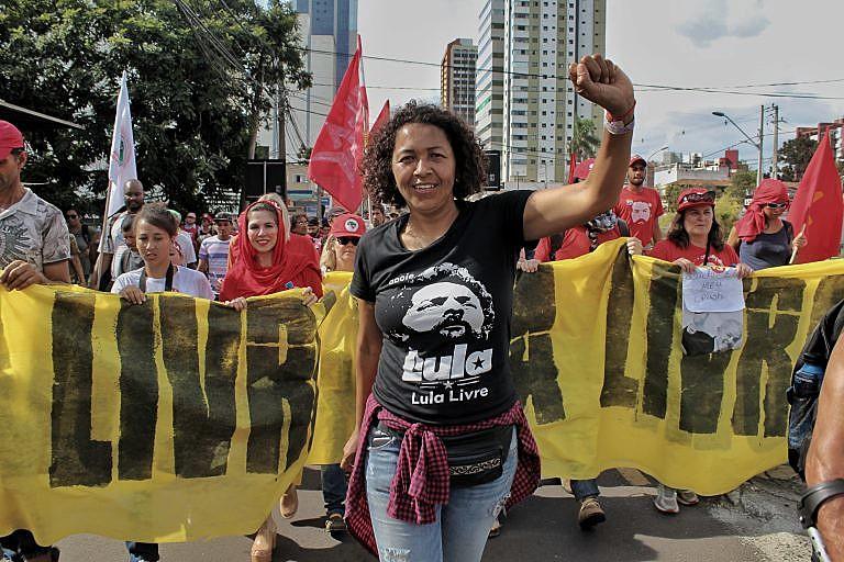 Publicação traz um olhar em profundidade sobre o momento político brasileiro