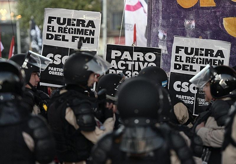 Paralisação acontece em protesto contra política econômica de Macri, que resultou em uma alta generalizada da inflação e no pedido de