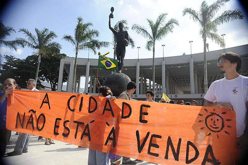 Durante a campanha presidencial de 2018, o então candidato Jair Bolsonaro (PSL) disse ser contrário à venda de terras para estrangeiros.