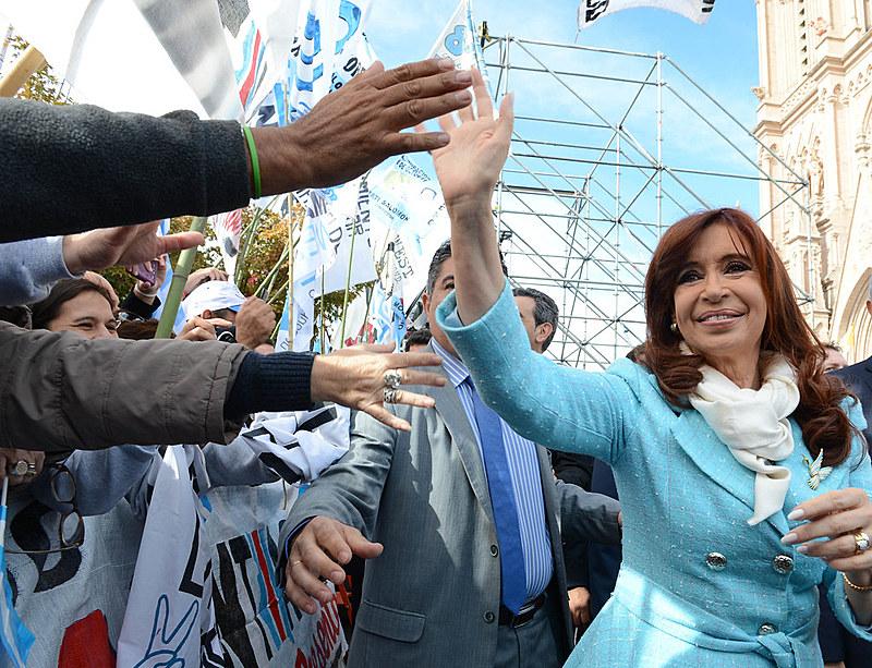 Kirchner, quando ainda era presidenta, na missa de comemoração de 205 anos da Revolução de Maio, na Basílica Nossa Senhora de Luján