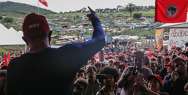 Lula speaking to MST activists at a camp in the state of Minas Gerais in 2017