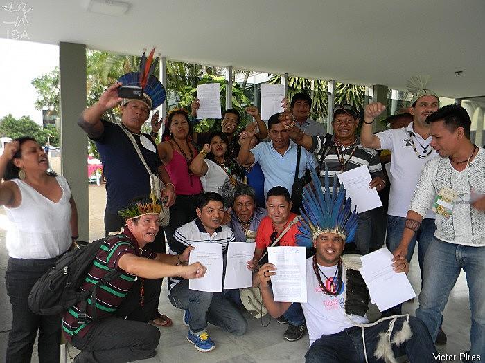 Lideranças comemoram revogação de portarias em Brasília (DF)