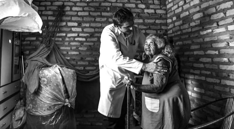 O objetivo do Programa Mais Médicos é criar 11.500 vagas para que o país atinja a meta de 2,7 médicos para cada mil habitantes até 2026