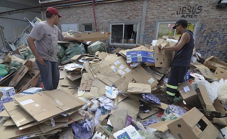 Estima-se que 15 mil novos trabalhadores informais procuram sustento no lixo