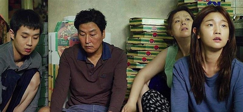 """Filmes exibidos: """"O Lamento"""", de Na Hong-jin (09); """"O Hotel às Margens do Rio"""", de Hong Sang-soo (16); e """"Parasita"""", de Bong Joon-ho (23)"""