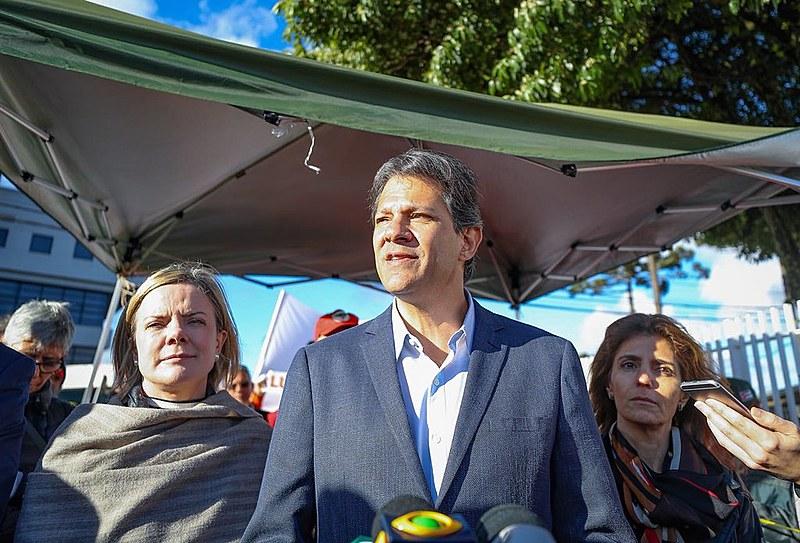 Após visitar Lula, Fernando Haddad participa de coletiva de imprensa