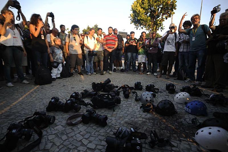 Agressões a jornalistas se inserem no contexto avanço conservador do país e têm levado a diferentes protestos por parte da categoria