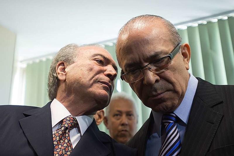 Michel Temer e o ministro chefe da Casa Civil, Eliseu Padilha debatem proposta em encontro