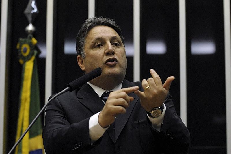 A defesa de Garotinho alega no recurso que o processo que o condenou contém falhas e pediu a suspensão da decisão do TRE-RJ