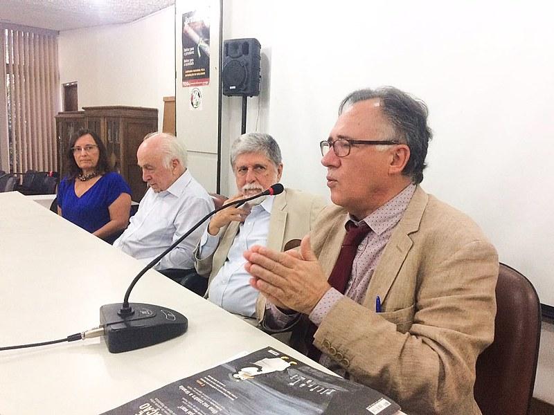 Evento, realizado no Sindicato dos Jornalistas, contou com Luiz Carlos Bresser-Pereira, Celso Amorim e Luiz Felipe de Alencastro
