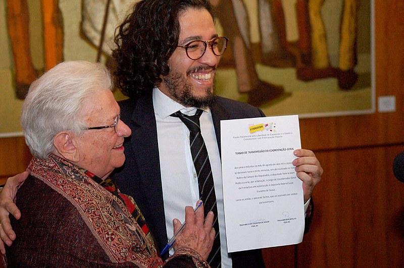 """""""É uma honra assumir a coordenação da Frentecom, continuando o trabalho da minha colega e companheira Luiza Erundina"""", afirma Jean Wyllys"""