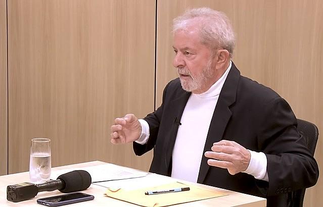 Ex-presidente Lula durante entrevista con los periodistas Mino Carta y Sérgio Lirio, de Carta Capital