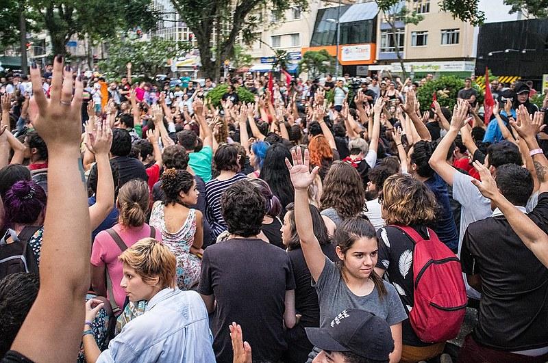A primeira manifestação ocorreu no dia 6 e terminou com repressão policial e oito pessoas detidas