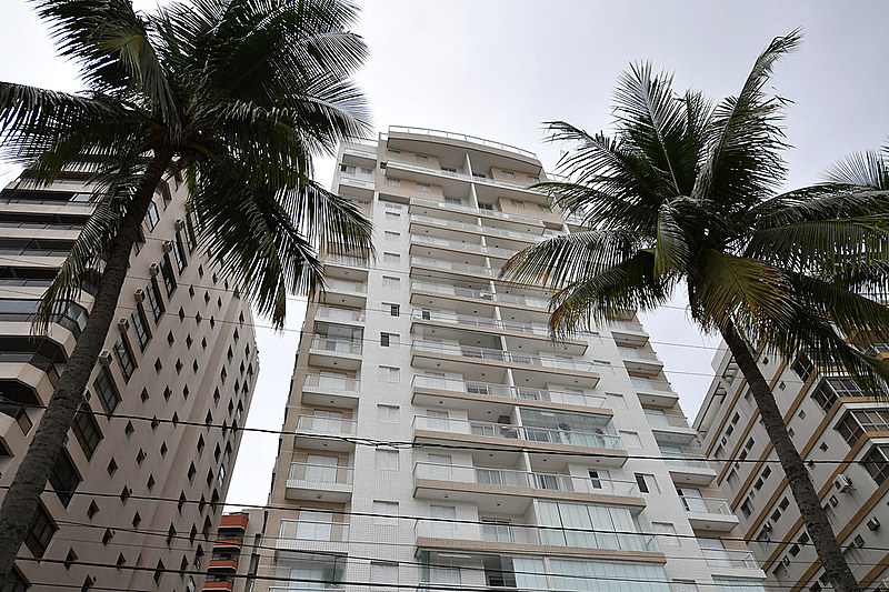 O triplex no Guarujá apontado como suposto pagamento de propina da OAS ao ex-presidente Luiz Inácio Lula da Silva