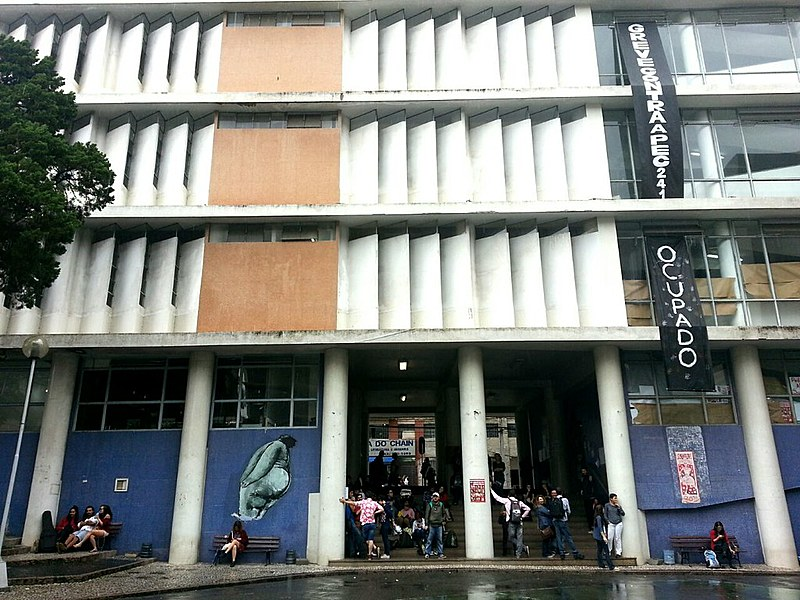 Só no Paraná, já são 850 escolas,14campi de universidades e três núcleos regionais de educação ocupados, de acordo com informações do movimento Ocupa Paraná