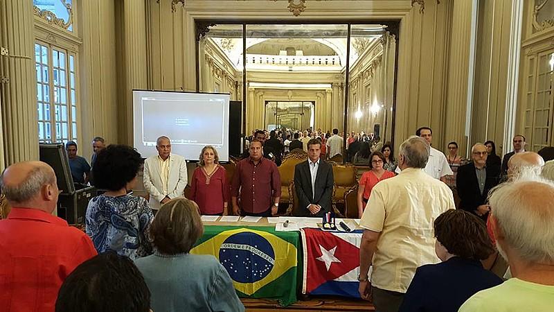 Medalha Pedro Ernesto foi concedida à Cônsul Geral de Cuba, Nélida Hernandez Carmona