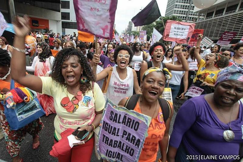 Mulheres negras durante ato de 8 de março em São Paulo