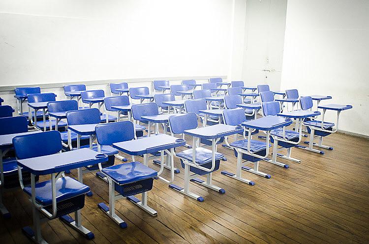 Educador aponta que medida afeta especialmente famílias de baixa renda
