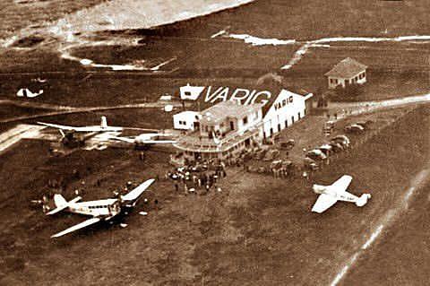 O hangar da Varig no antigo Aeroporto de São João, nos anos 1920, próximo de onde hoje está o Salgado Filho, em Porto Alegre