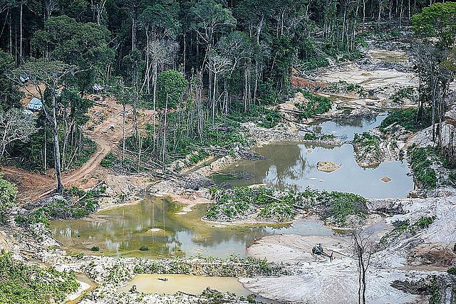Además de los impactos ambientales, la minería artesanal también impacta en la vida de comunidades indígenas de la región