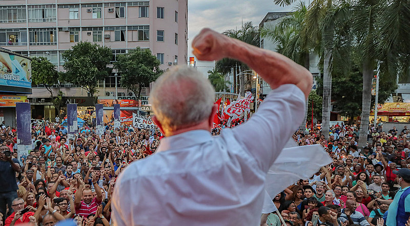 Não foram apresentadas provas que vinculem Lula à corrupção. Não há documentos ou registros em cartório. Apenas convicções políticas