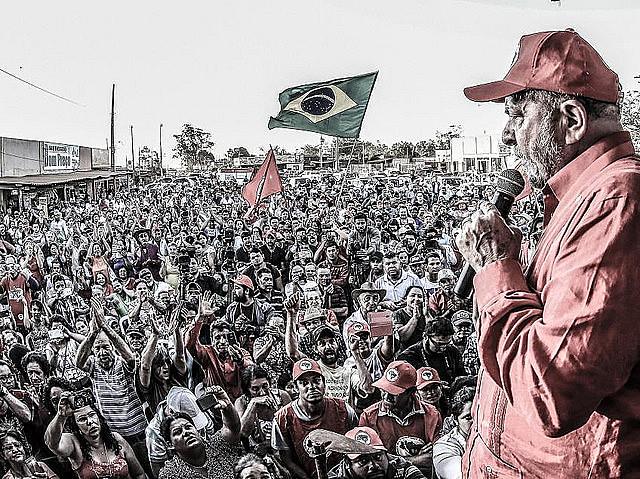 Lula en una de sus caravanas realizadas el año pasado
