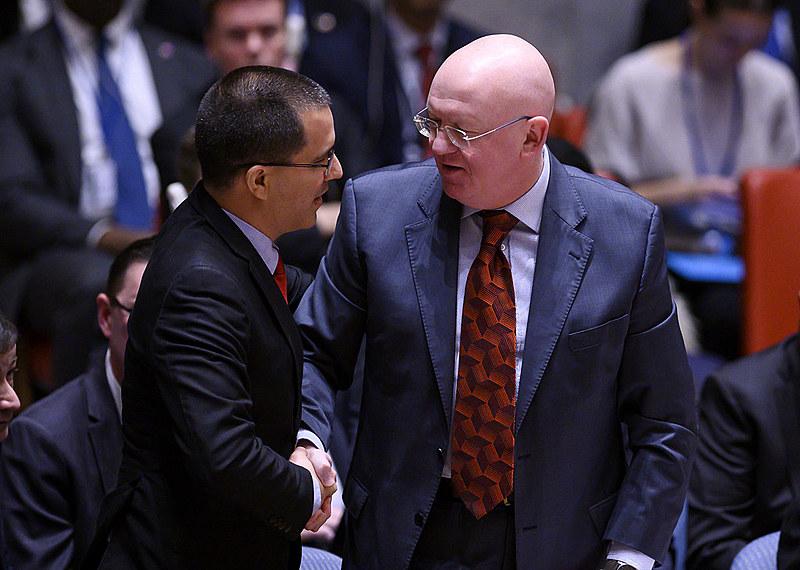 Jorge Arreaza, ministro das Relações Exteriores da Venezuela, e  Vasily Nebenzya, embaixador russo da ONU, durante a reunião