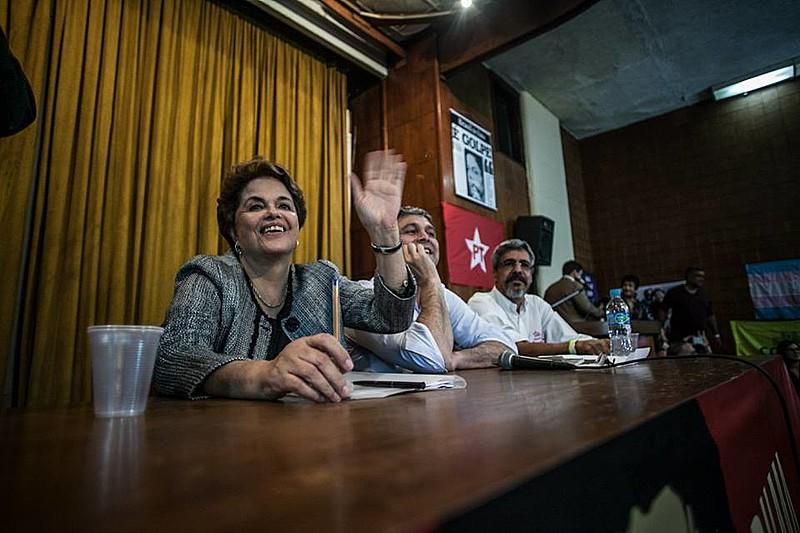 Dilma discursou durante uma hora e meia no auditório da ABI