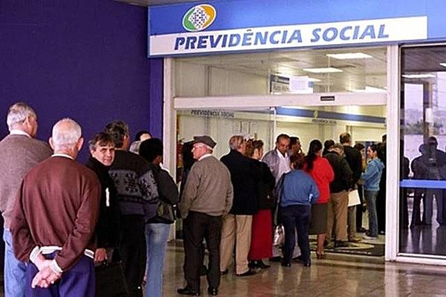 """""""Bolsonaro aprofunda a rota em direção ao caos social"""""""