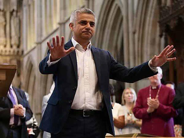 """""""Meu nome é Sadiq Khan e eu sou o prefeito de Londres"""", declarou ao iniciar seu discurso na Catedral Southwark"""