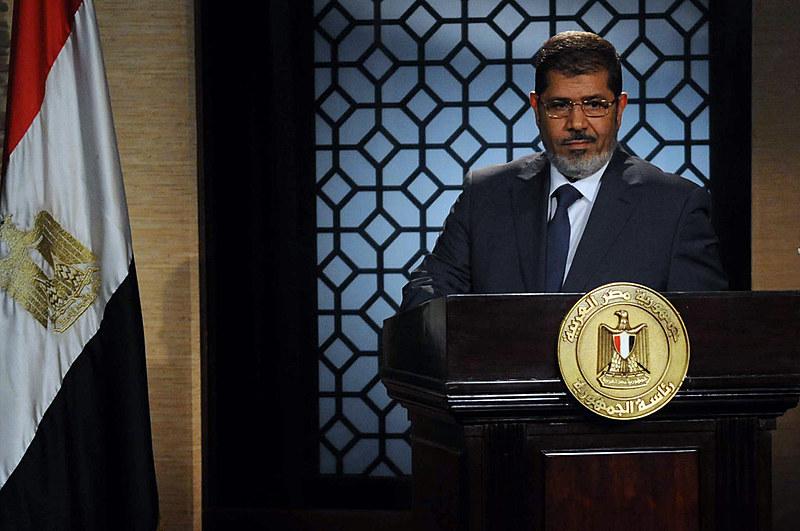 """Mursi foi eleito em 2012 nas primeiras eleições livres do país após a saída do líder Hosni Mubarak, durante a chamada """"Primavera Árabe"""""""