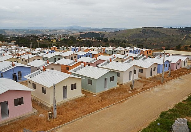 No Brasil, o déficit habitacional é de 7,7 milhões de moradias segundo a Fundação Getúlio Vargas (FGV)