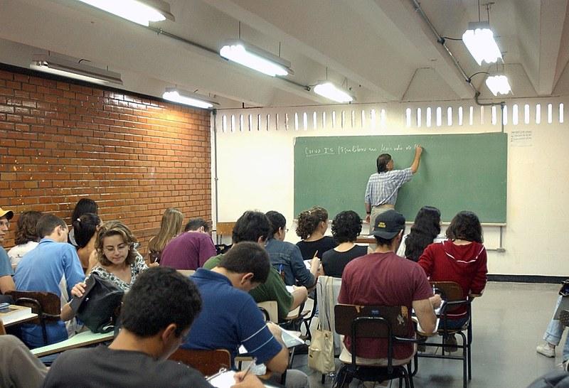 Proposta prevê 40% do ensino médio à distância e 100% para o curso de jovens e adultos (EJA)