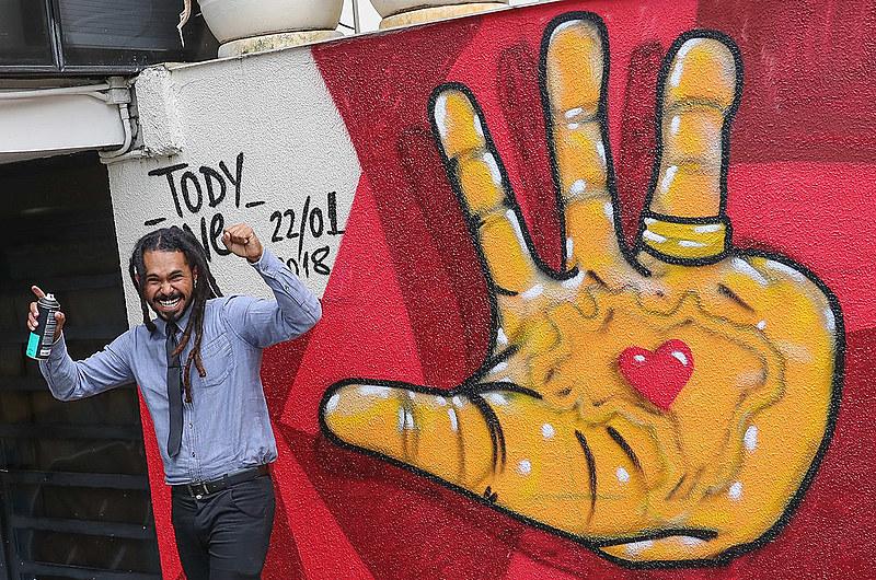 Artista visual Tody One renovou a fachada do Instituto Lula, em São Paulo, no início de 2018