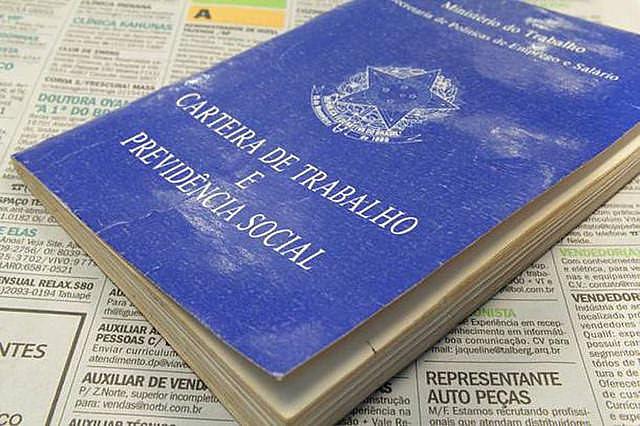 Foram alterados mais de 100 pontos da CLT, a medida retira direitos conquistados.
