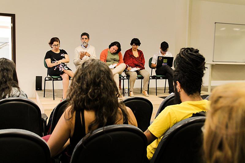 Saída para enfrentar os ataques é promover mais fóruns de discussão e mobilizar de forma permanente trabalhadores e estudantes