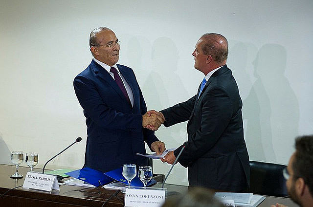 El Jefe de Gabinete, Eliseu Padilha se reunió este lunes (5) con el ministro de transición Onyx Lorenzoni