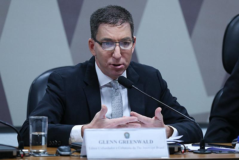 Jornalista Glenn Greenwald durante depoimento na CCJ do Senado