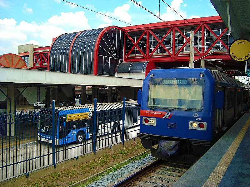 Diariamente, diversos casos de abuso sexual ocorrem dentro dos vagões dos metrôs, trens e nos ônibus