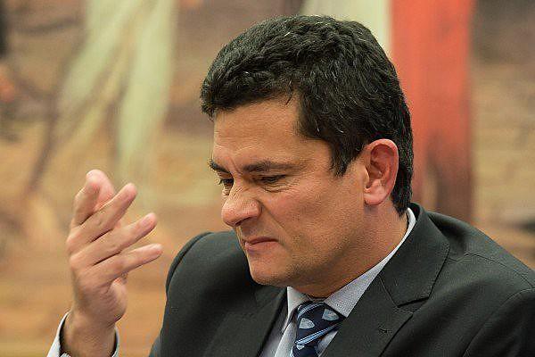 """Revelada pelo The Intercept e pela Folha de S. Paulo, irregularidade de Moro foi justificada como """"puro lapso"""""""