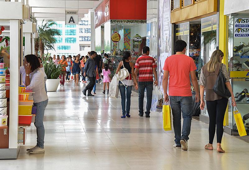 Mais de 50% da carga tributária brasileira é sobre consumo; mais pobres e classe média pagam  mais impostos do que ricos, proporcionalmente.