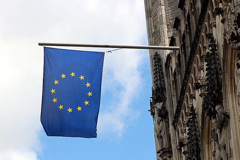 David Cameron diz que, se optar pela saída da União Europeia, Reino Unido ficará isolado