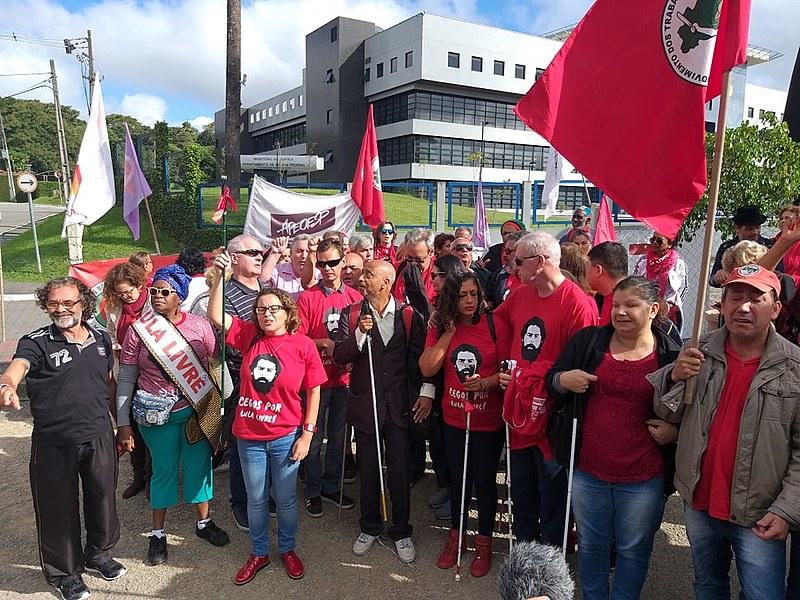 """""""Lutar por Lula Livre é lutar pelos sonhos da gente, por democracia, por política de fato para as pessoas"""""""