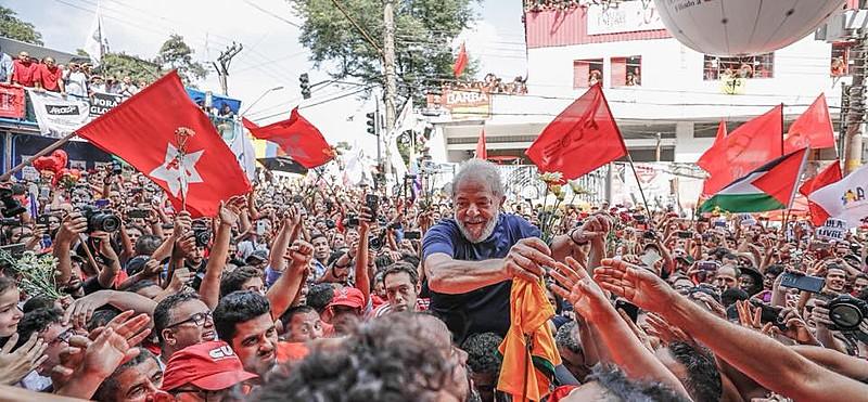 Em carta, Lula diz que é candidato e revela as manobras recentes para mantê-lo na prisão