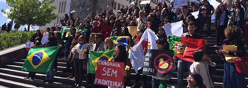 Manifestantes denunciam golpe no Brasil e defendem a democracia