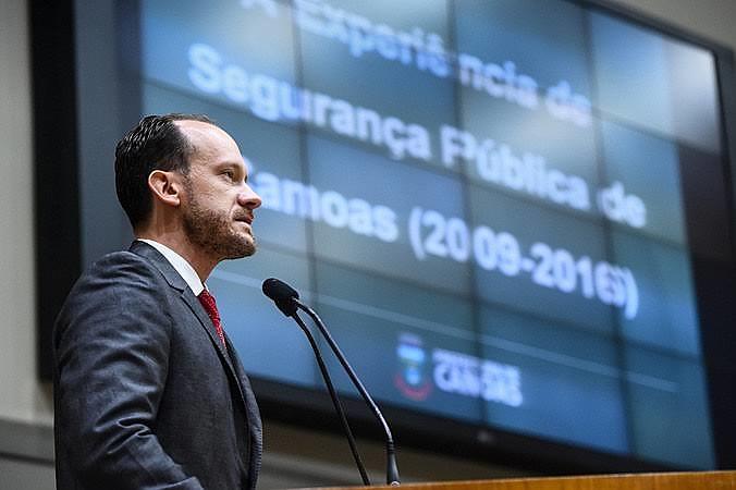 Para especialista em segurança pública, as forças democráticas devem se unir contra o projeto apresentado por Bolsonaro